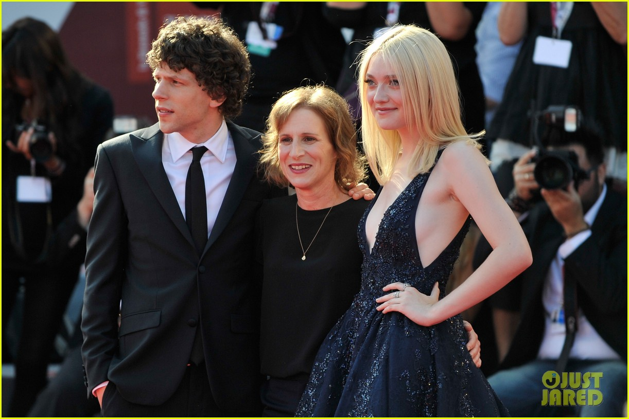 dakota fanning jesse eisenberg night moves venice premiere 102941196