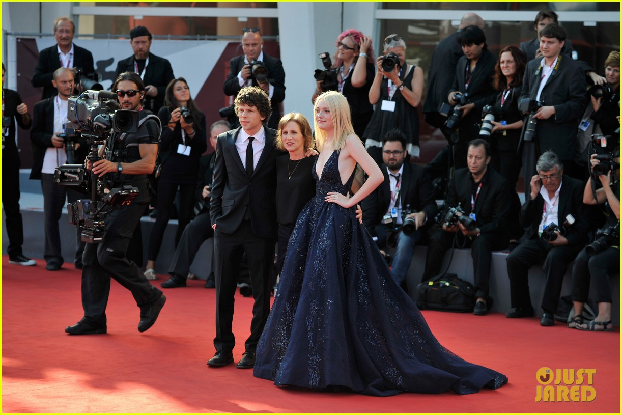 dakota fanning jesse eisenberg night moves venice premiere 112941197