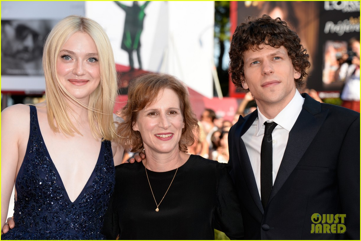 dakota fanning jesse eisenberg night moves venice premiere 172941203
