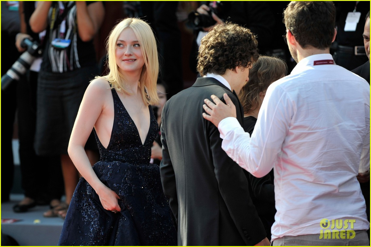 dakota fanning jesse eisenberg night moves venice premiere 20