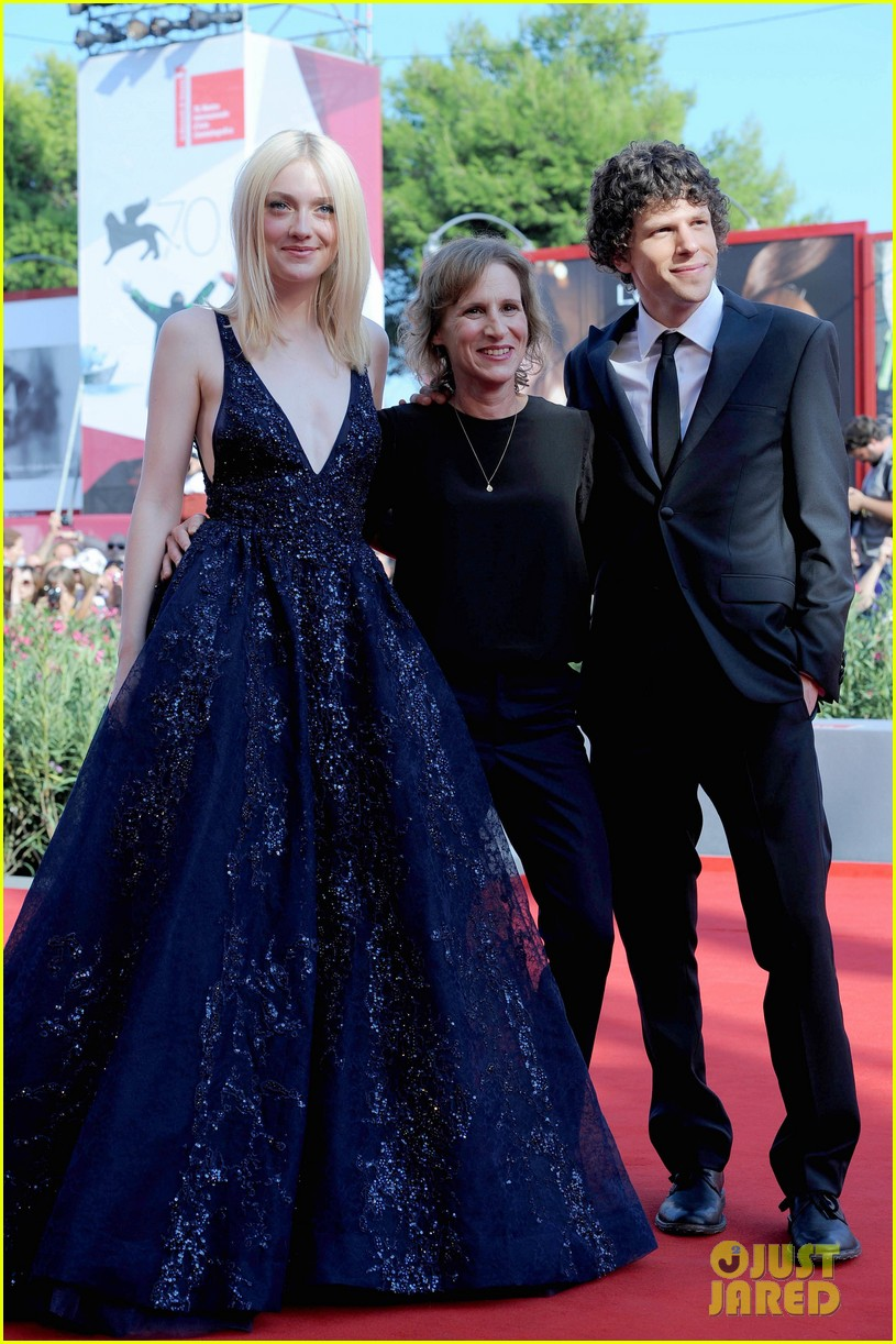dakota fanning jesse eisenberg night moves venice premiere 21