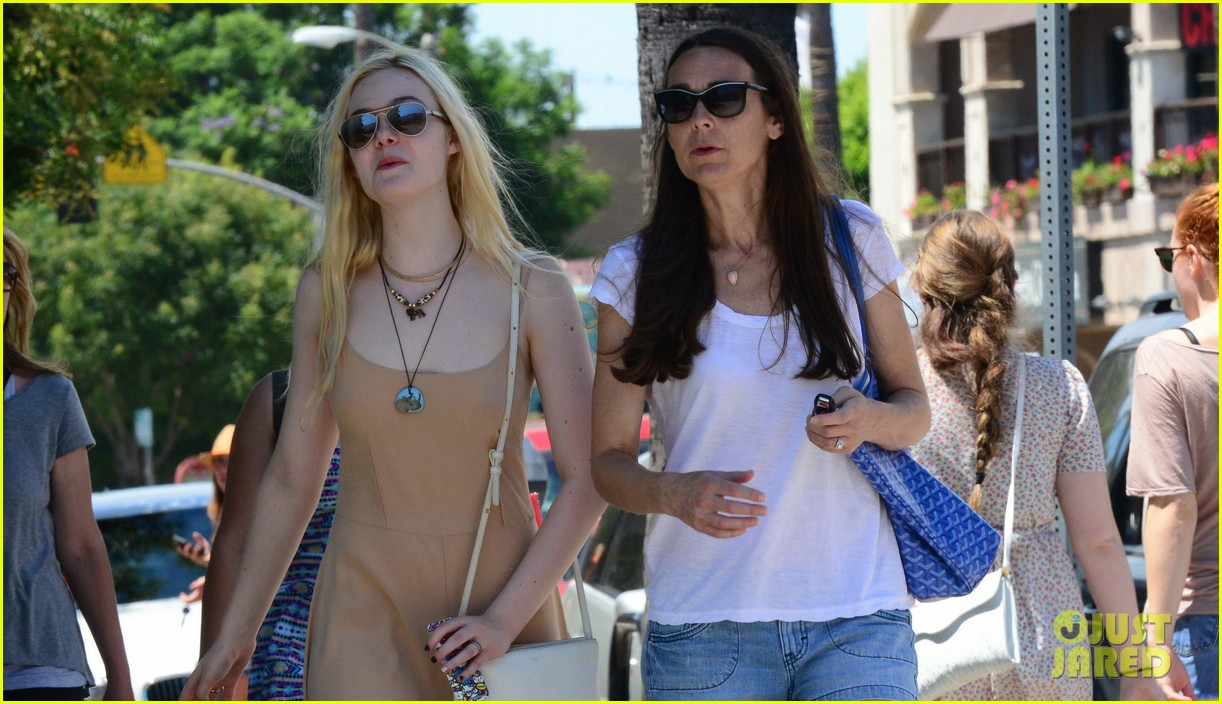 elle fanning mother daughter shopping trip 032933131
