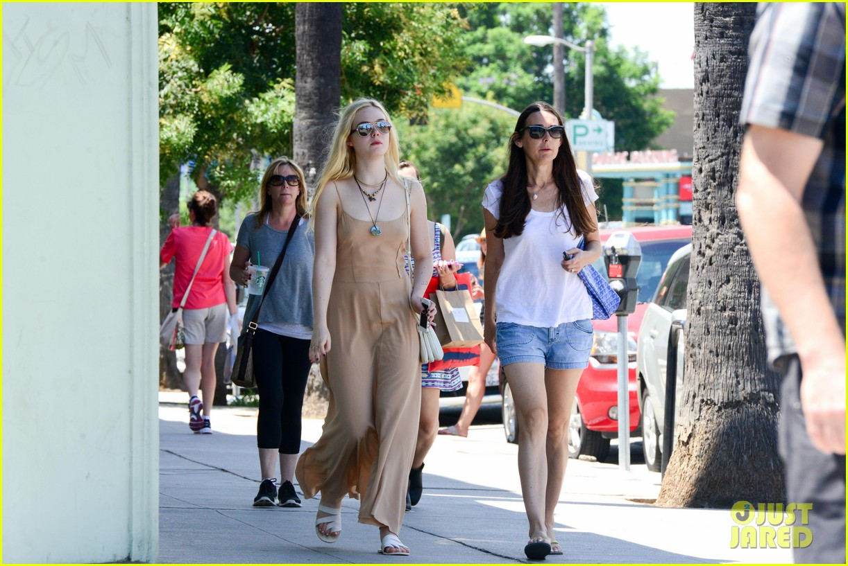 elle fanning mother daughter shopping trip 042933132