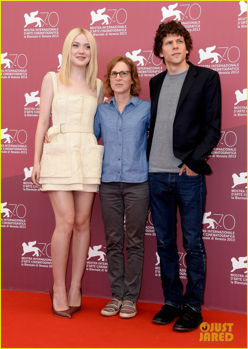 dakota fanning jesse eisenberg night moves venice photo call 052941137