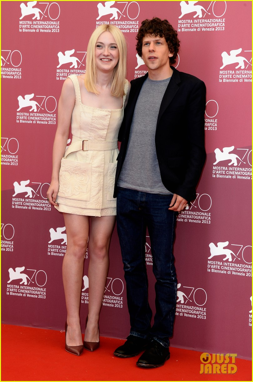 dakota fanning jesse eisenberg night moves venice photo call 102941142