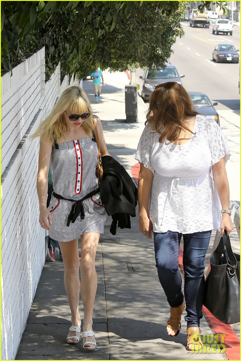 anna faris being a mom creates different priorities 112929271
