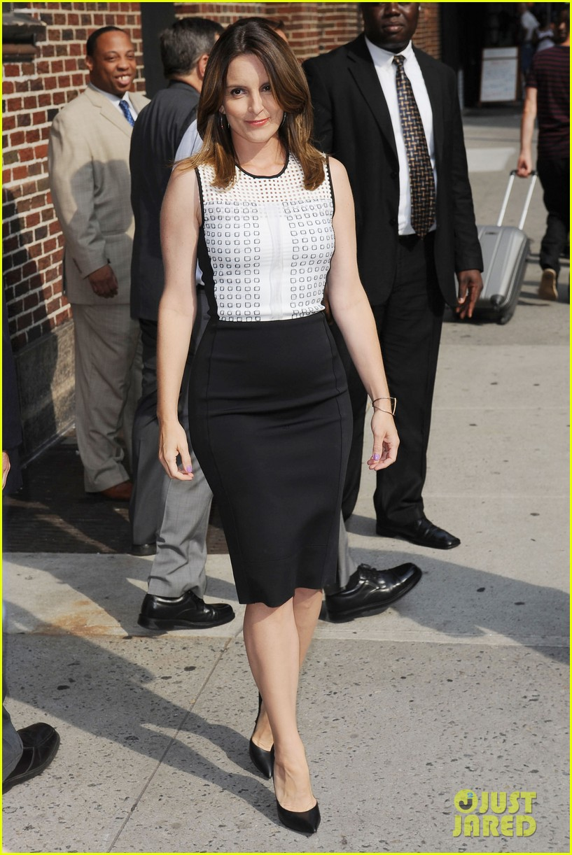 tina fey says shes a hot mess talks going to emmys 2013 06