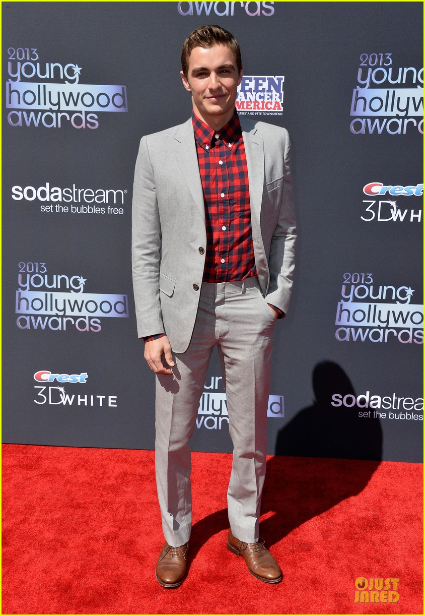 dave franco honored by christopher mintz plasse at young hollywood awards 012921782