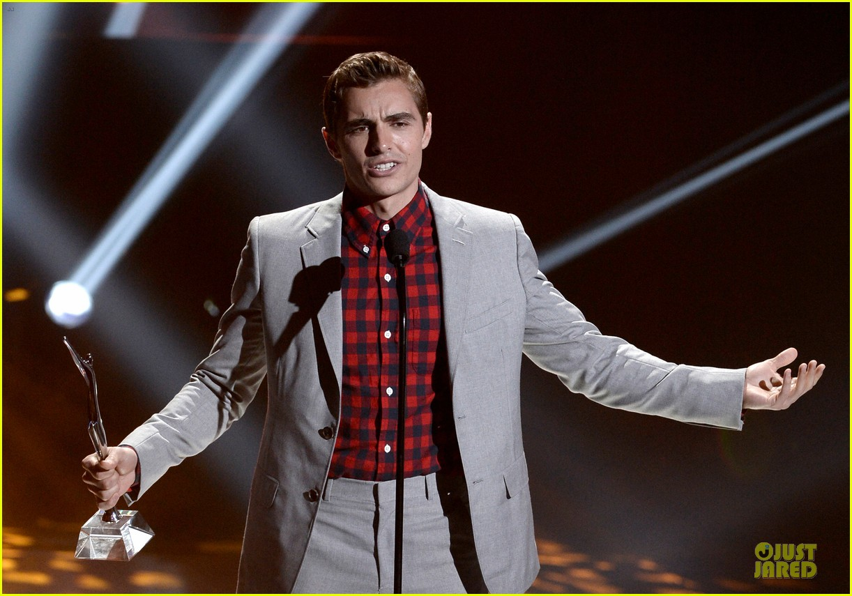 dave franco honored by christopher mintz plasse at young hollywood awards 042921785