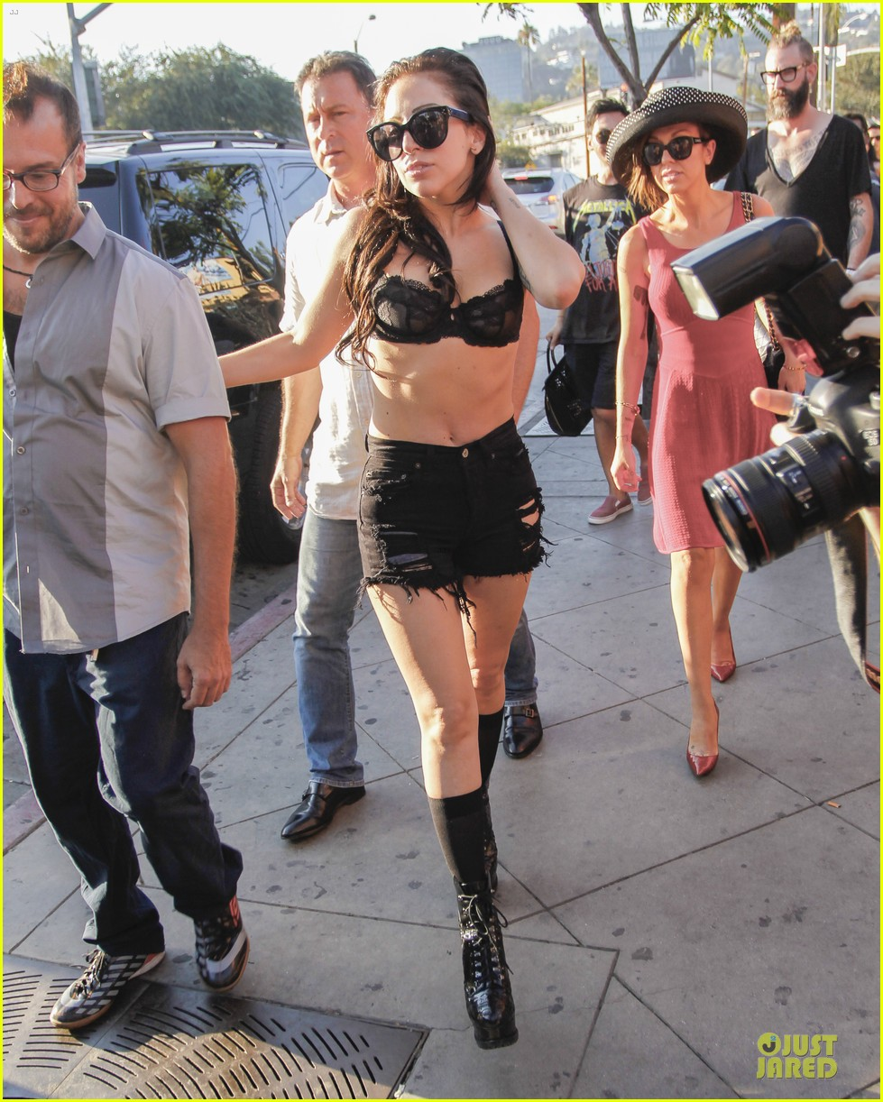 lady gaga wears black for the abbey 092928303