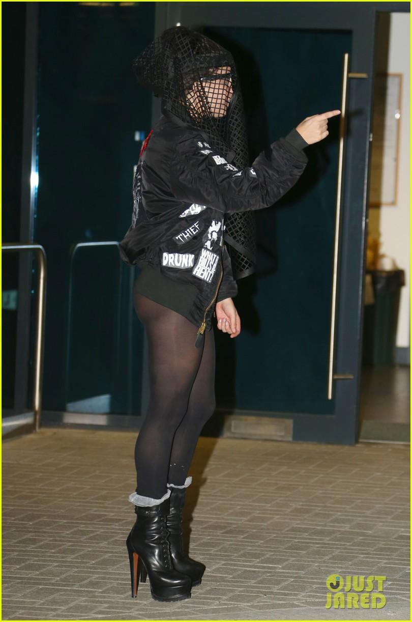 lady gaga applause breaks into top 5 on billboard hot 100 012940292