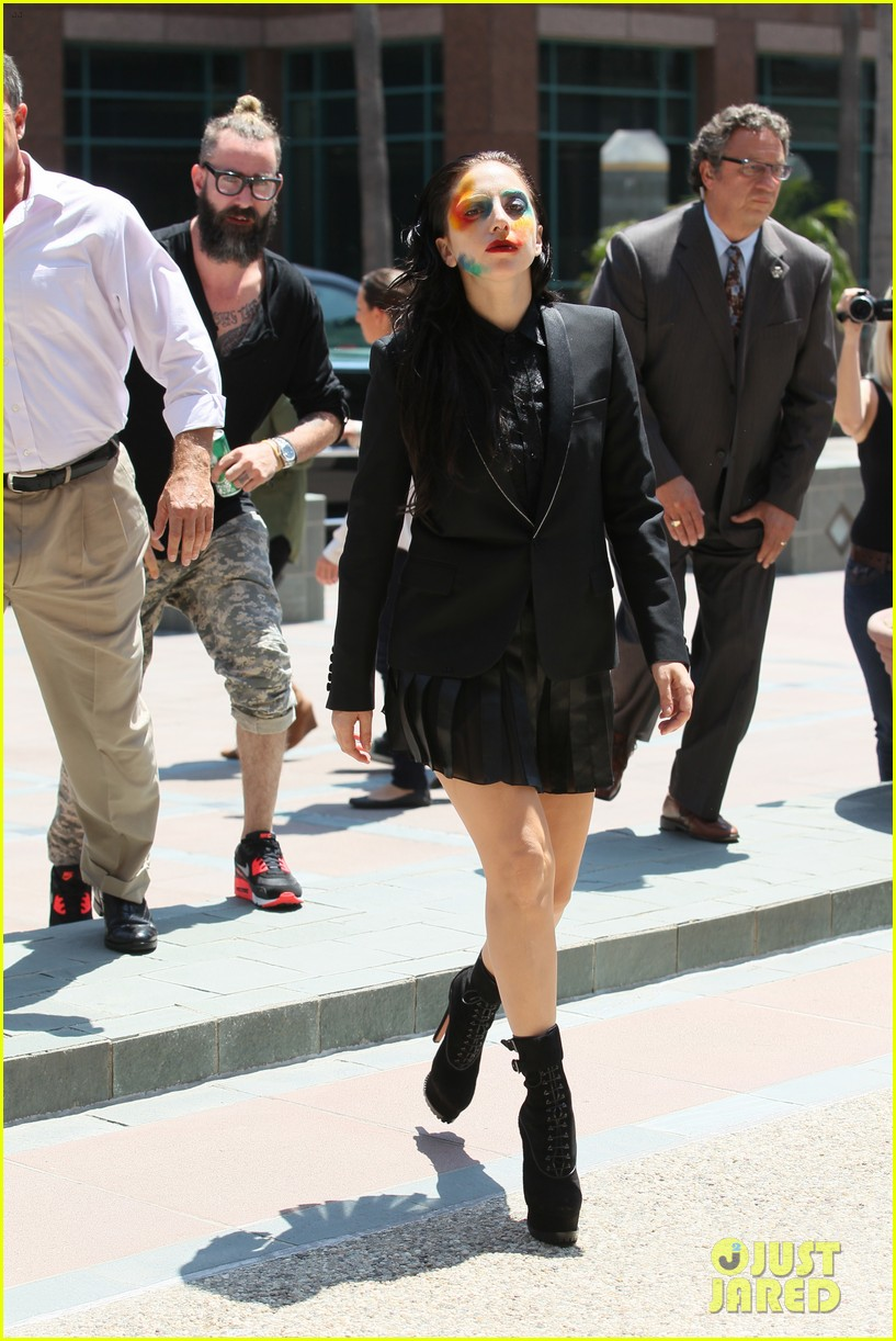 lady gaga wears applause makeup on song release day 052928743