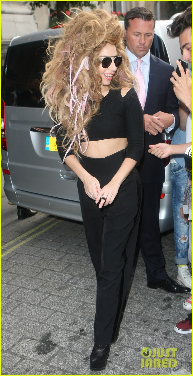 lady gaga previews manicure ahead of itunes fest 032940720