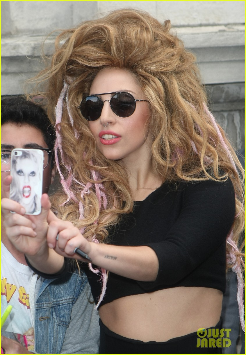 lady gaga previews manicure ahead of itunes fest 092940726