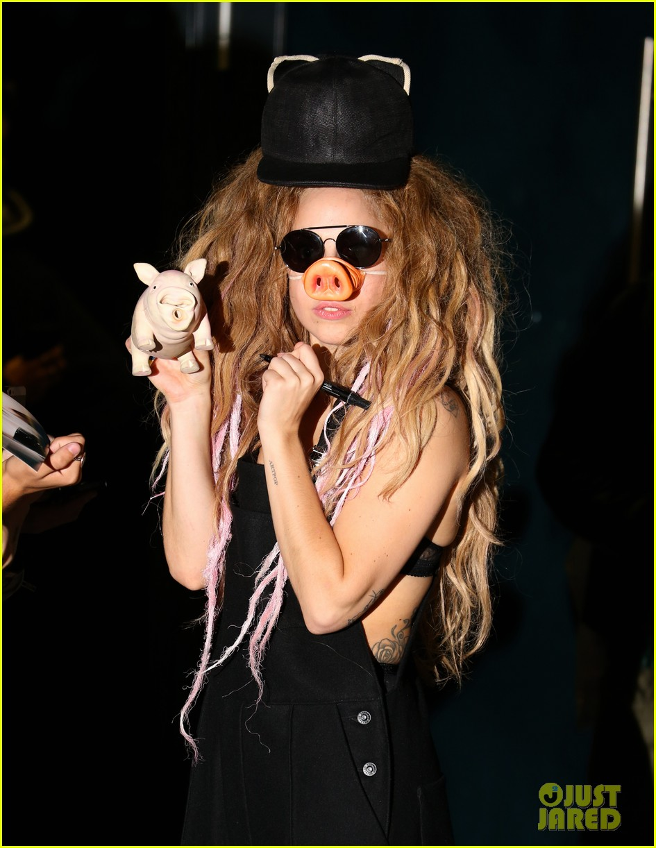 lady gaga wears pig nose at london rehearsal studio 022940918