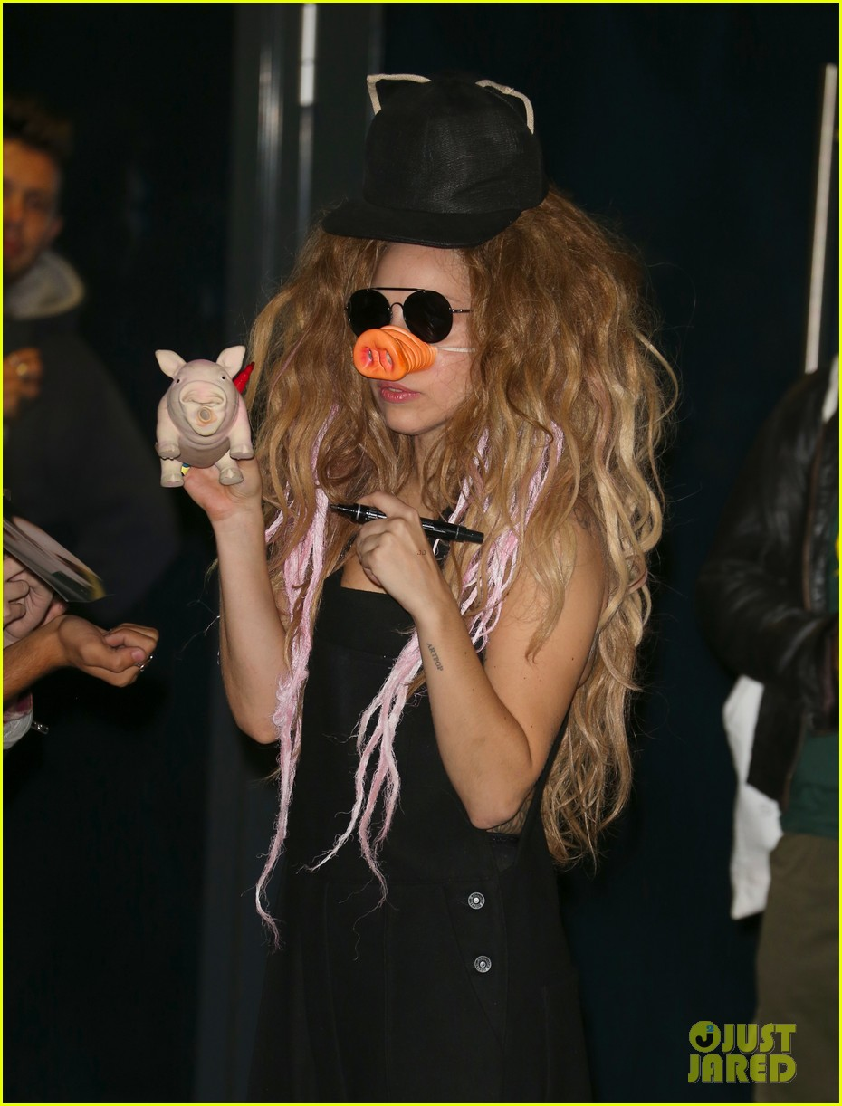 lady gaga wears pig nose at london rehearsal studio 142940930