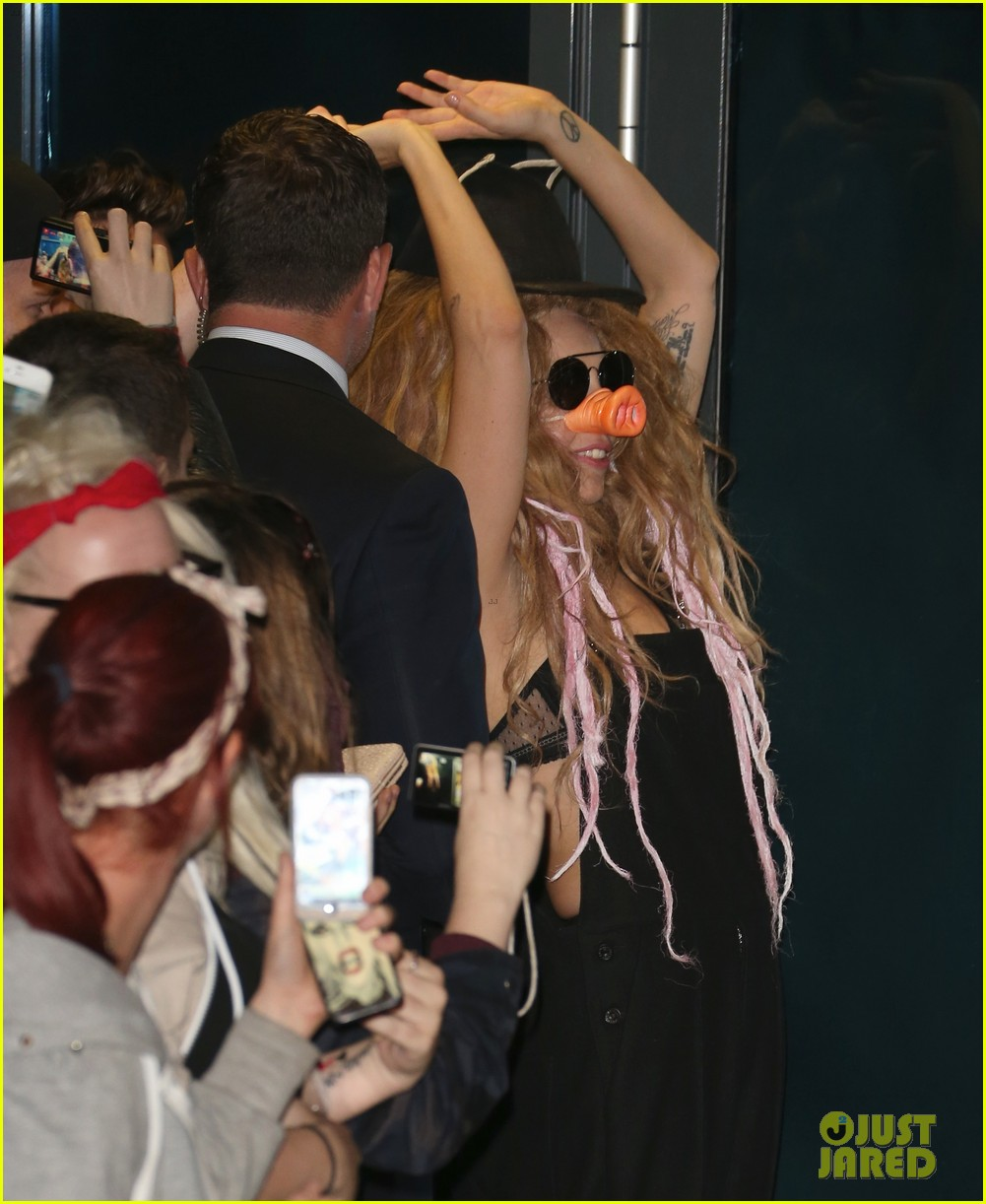 lady gaga wears pig nose at london rehearsal studio 172940933