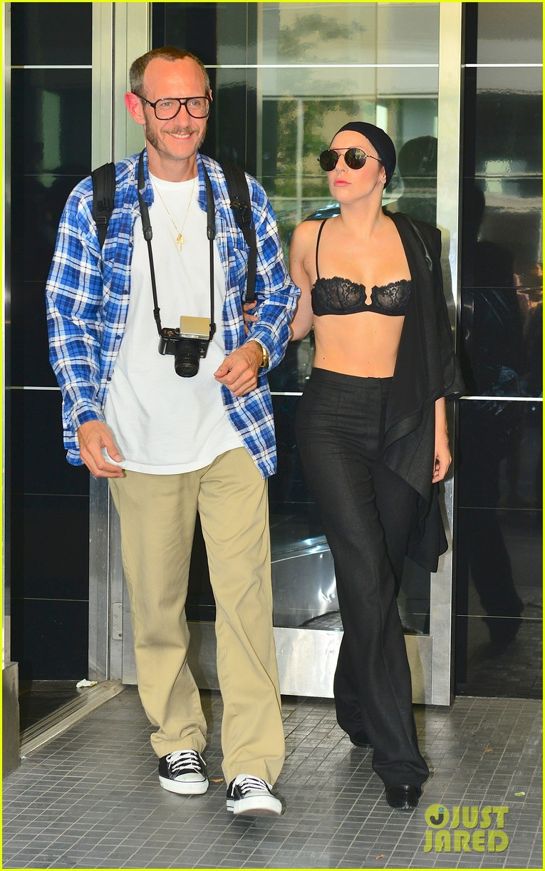 lady gaga wears bra at rehearsal with terry richardson 062936961