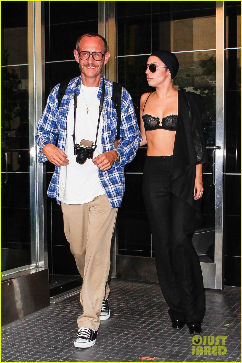 lady gaga wears bra at rehearsal with terry richardson 092936964