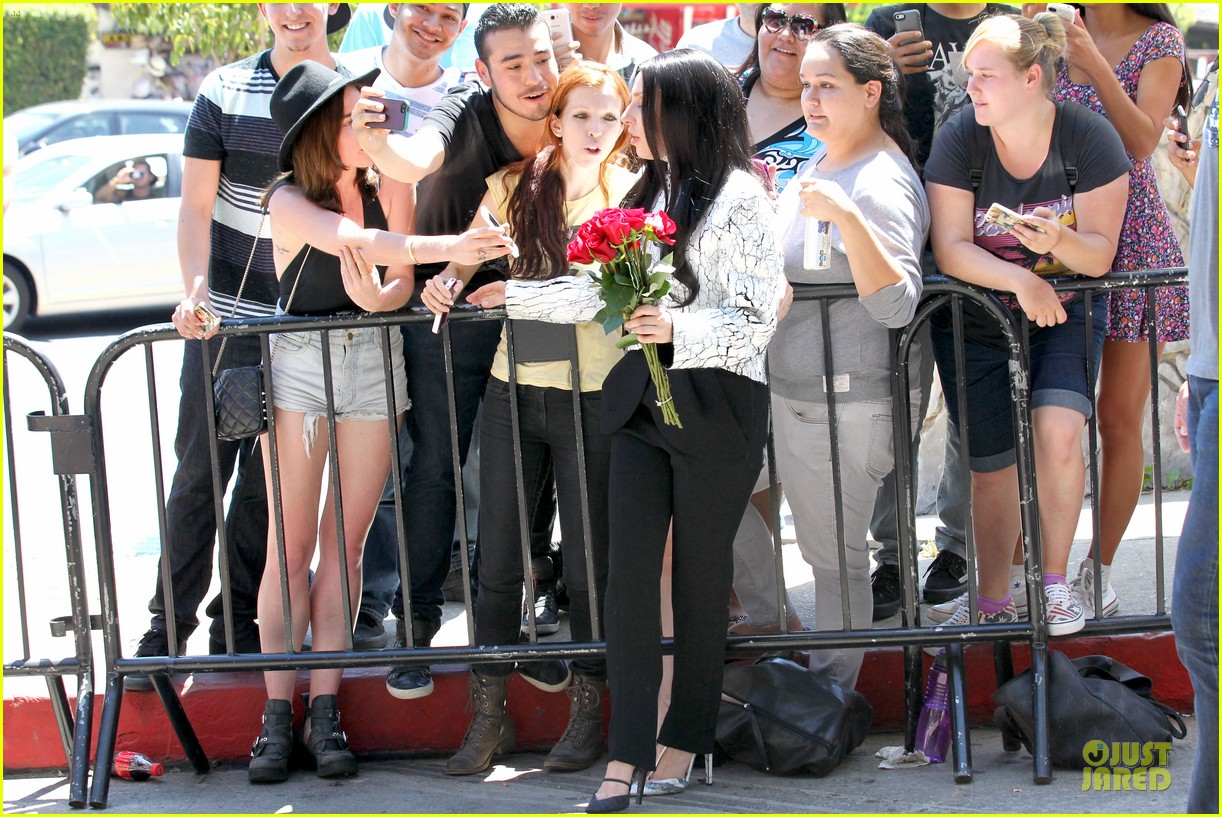 lady gaga poses with fans with fans without applause makeup 092932068