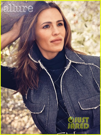 jennifer garner smiles for allure magazine september 2013 012928806