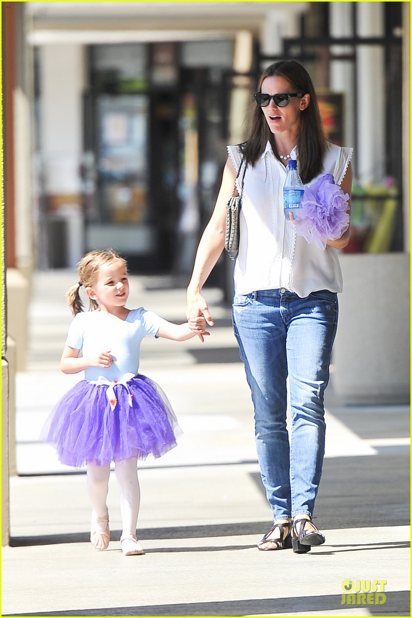 jennifer garner seraphina ballet pickup after lunch with violet 032927000