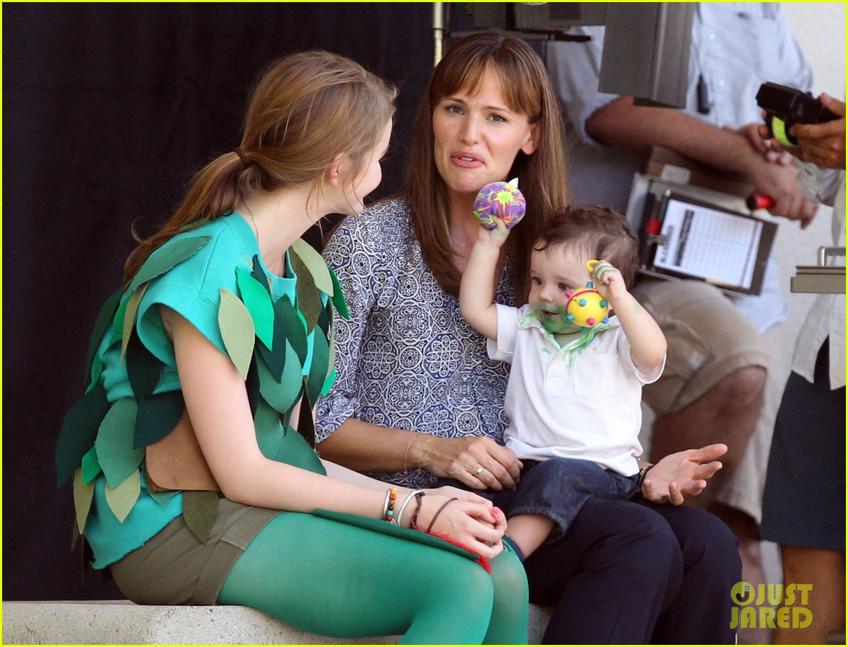 jennifer garner shows off brand new bangs 022935359