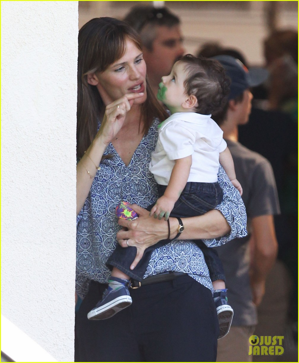 jennifer garner shows off brand new bangs 04