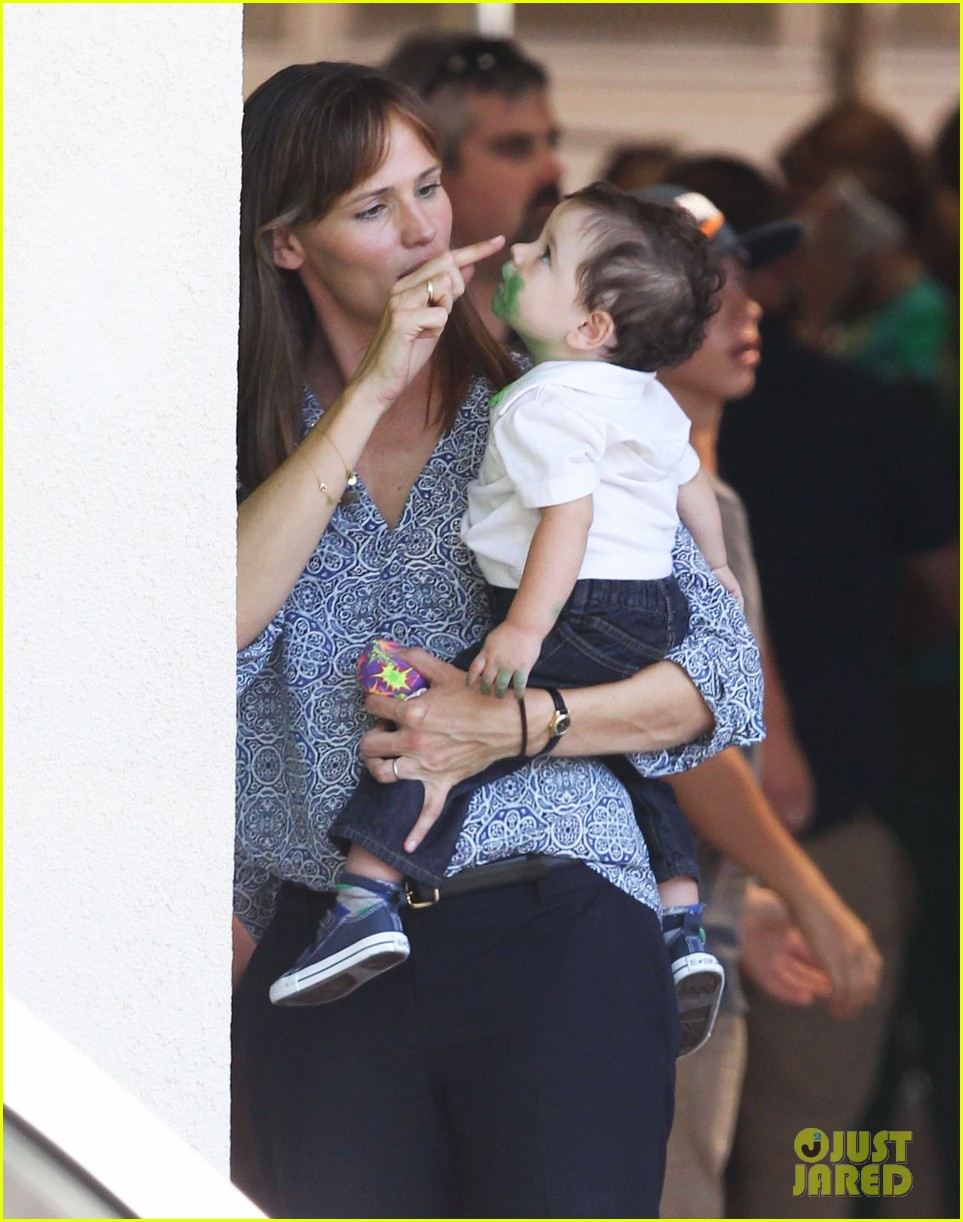 jennifer garner shows off brand new bangs 072935364