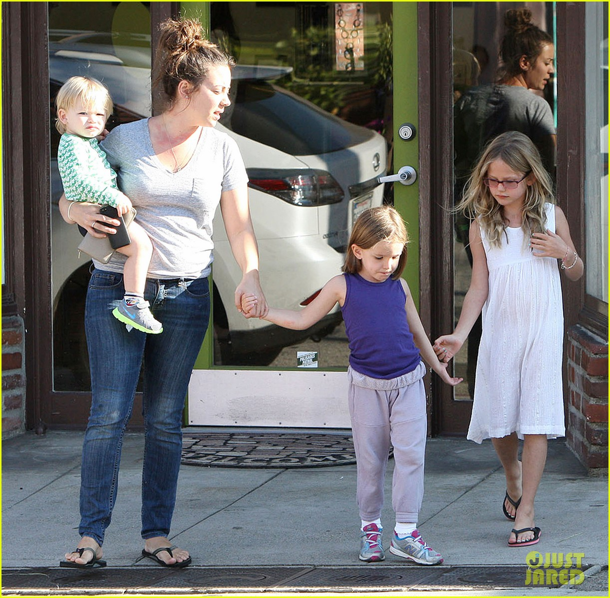 jennifer garner steps out after ben affleck batman news 062935777