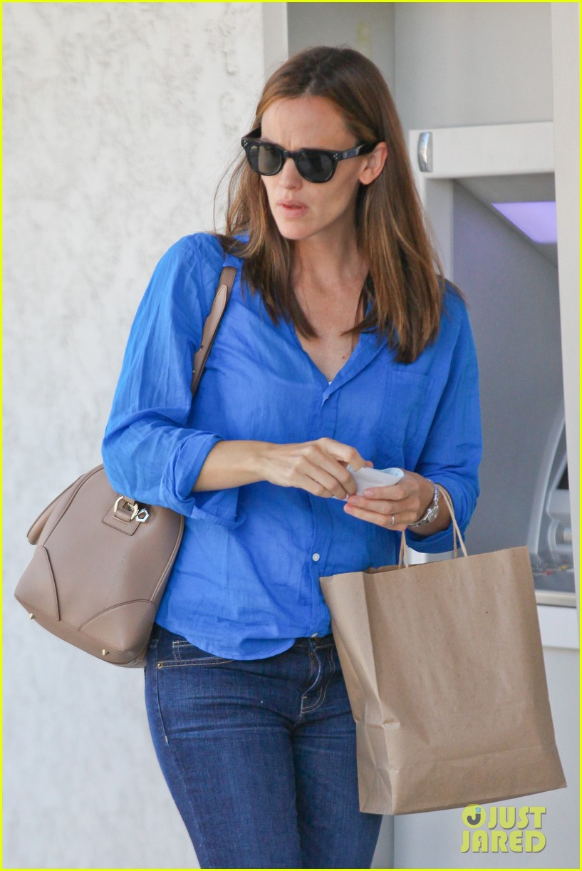 jennifer garner runs errands with violet seraphina 04