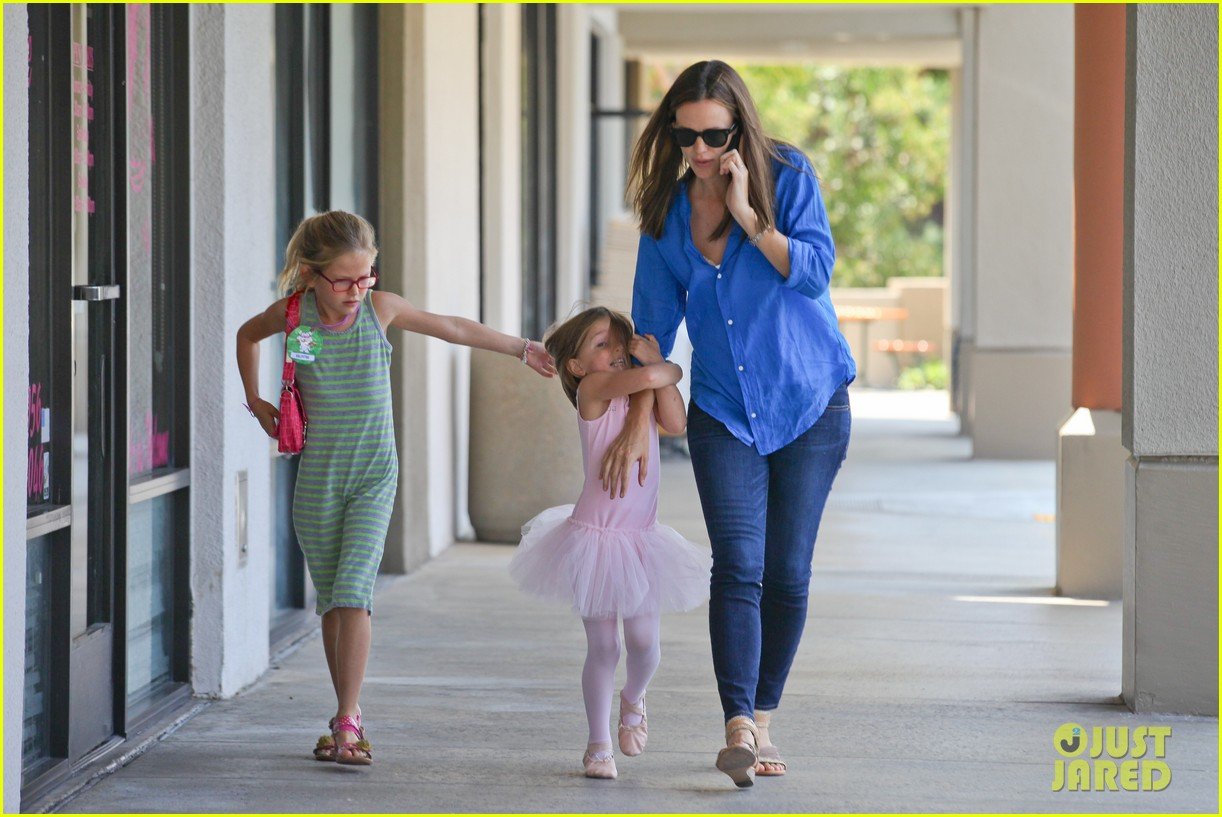jennifer garner runs errands with violet seraphina 062925314