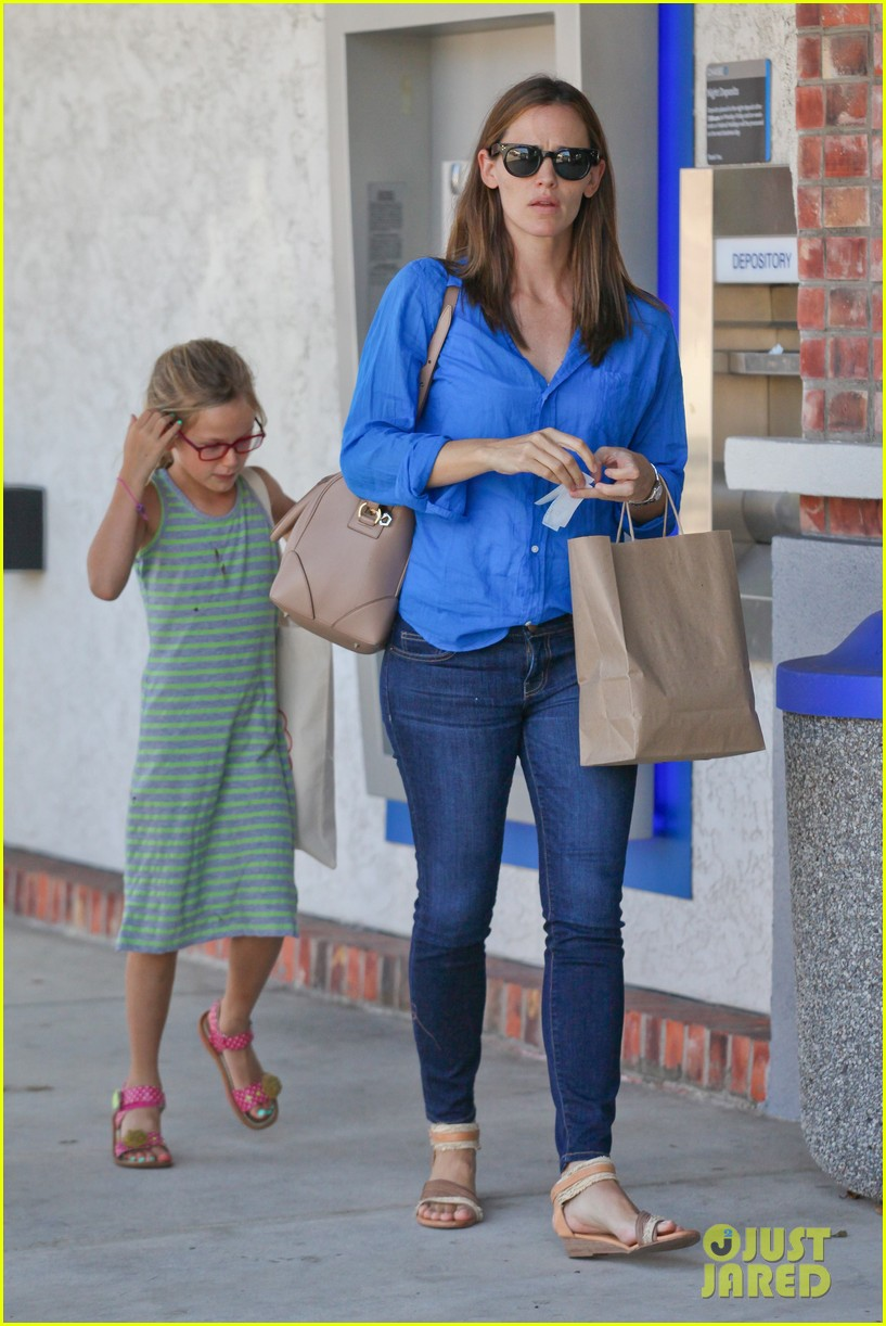 jennifer garner runs errands with violet seraphina 07