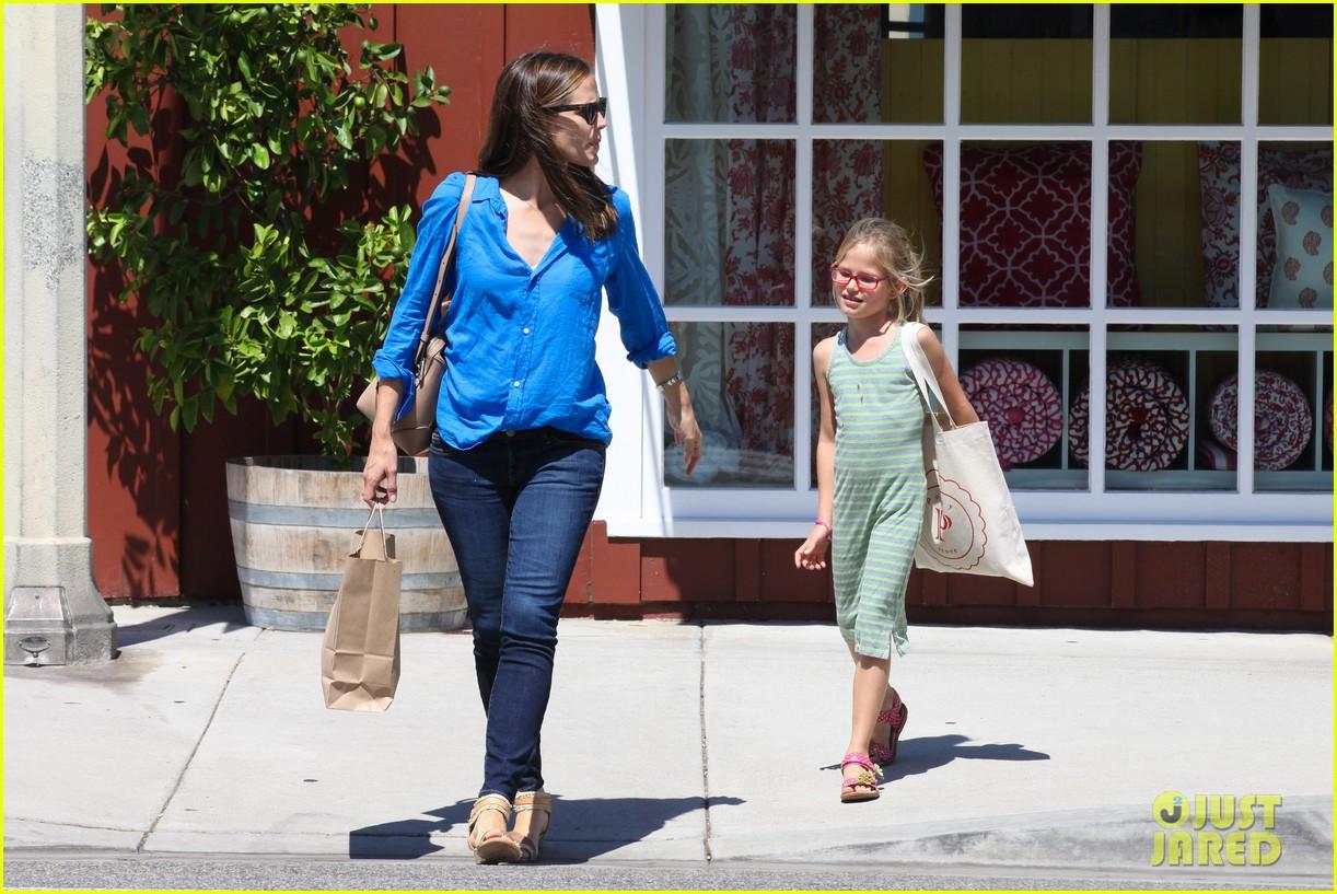 jennifer garner runs errands with violet seraphina 112925319