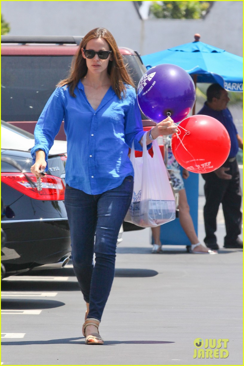 jennifer garner runs errands with violet seraphina 152925323
