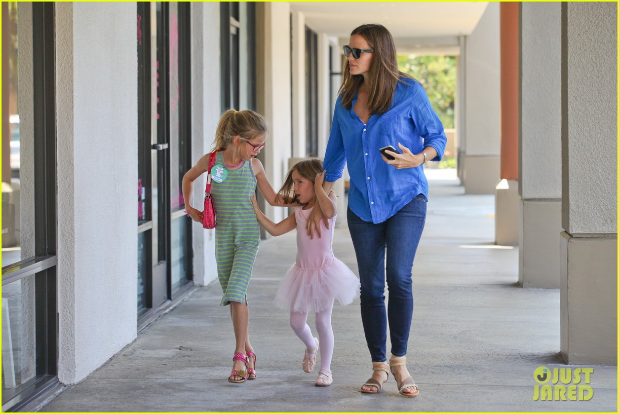 jennifer garner runs errands with violet seraphina 182925326