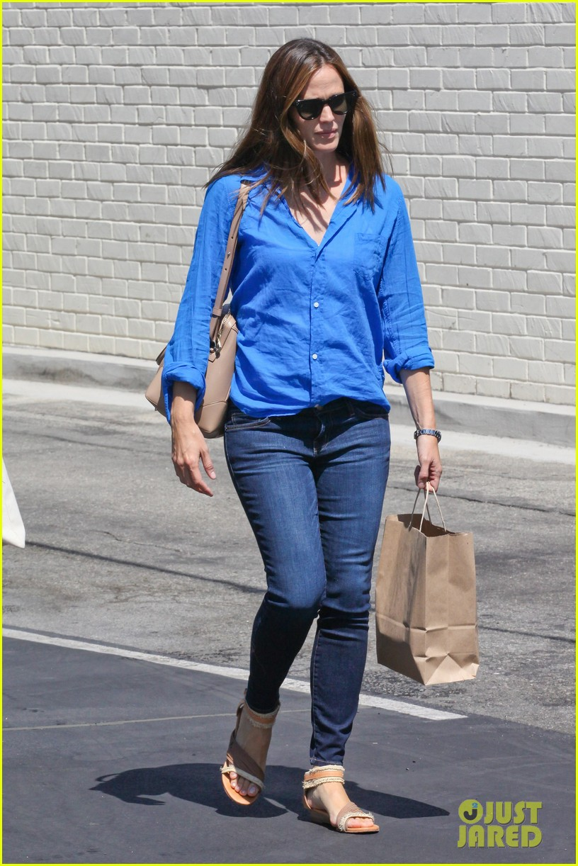 jennifer garner runs errands with violet seraphina 22