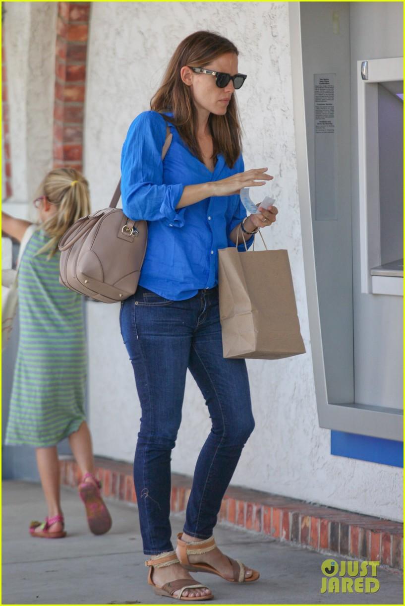 jennifer garner runs errands with violet seraphina 262925334