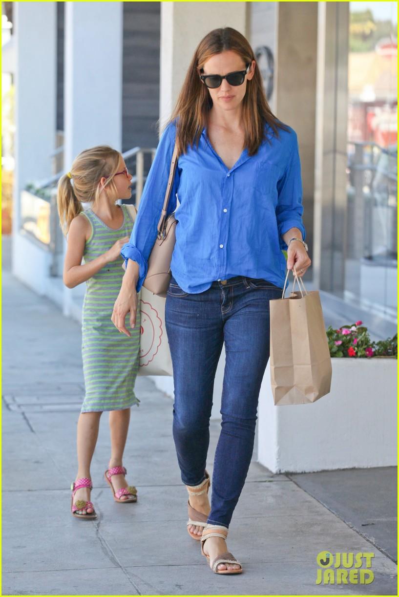 jennifer garner runs errands with violet seraphina 272925335