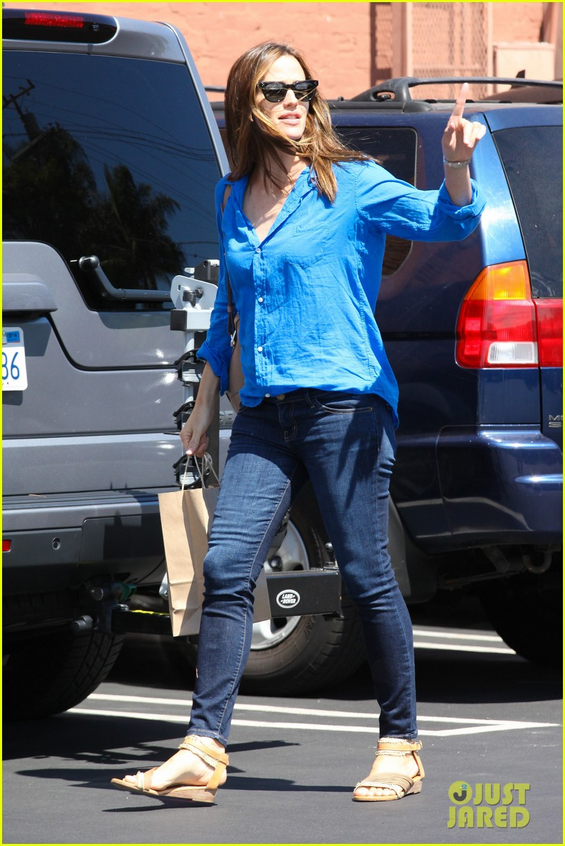 jennifer garner runs errands with violet seraphina 292925337