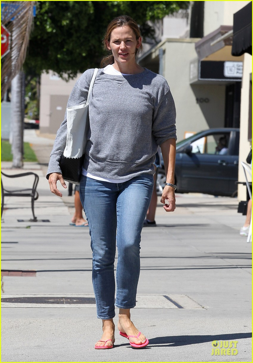 jennifer garner violet start week with errands 142924607