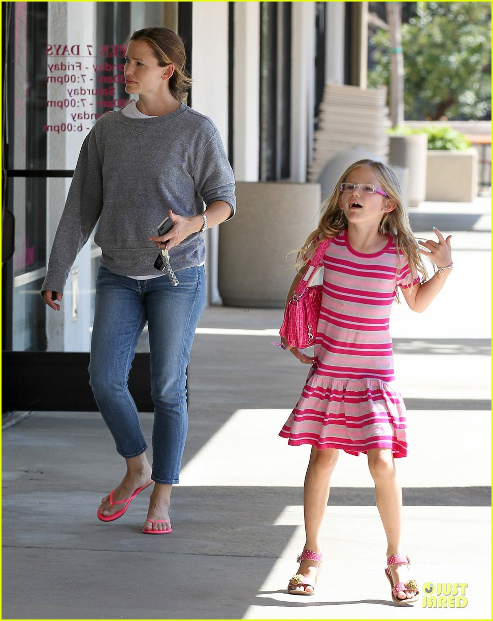 jennifer garner violet start week with errands 15
