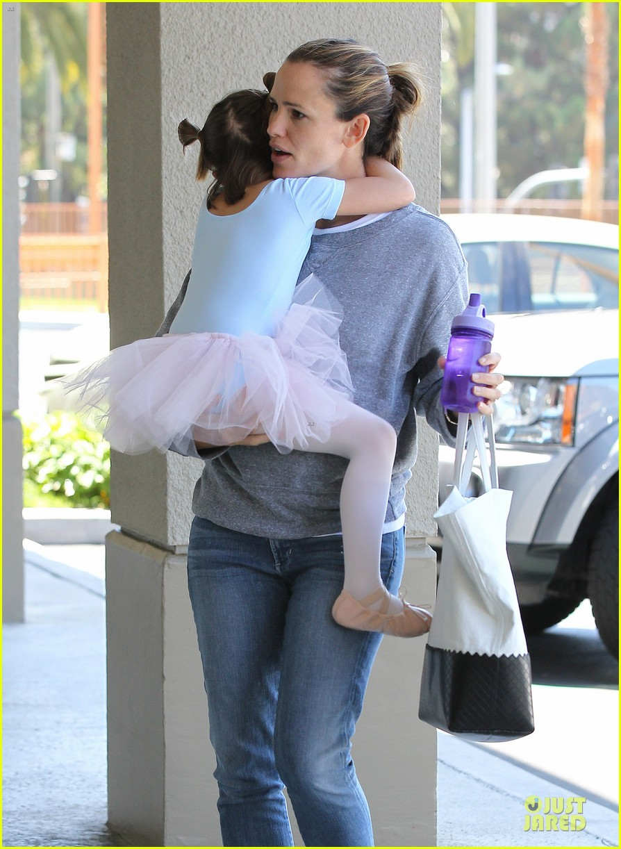jennifer garner violet start week with errands 272924620