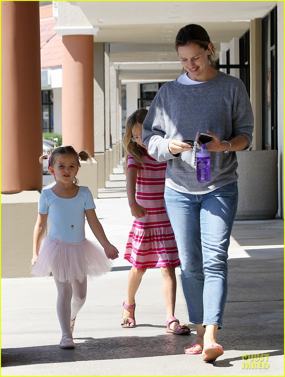 jennifer garner violet start week with errands 322924625