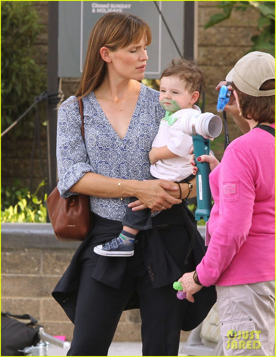 jennifer garner steve carell family freakout for alexander 26