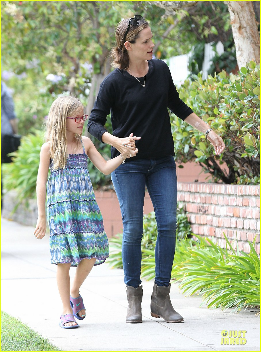 jennifer garner supports paparazzi law to protect children 052930407