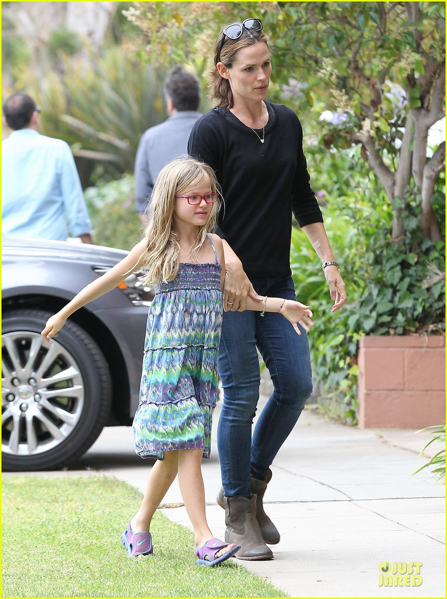 jennifer garner supports paparazzi law to protect children 082930410