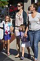 jennifer garner kids pick up pizza for dinner 10