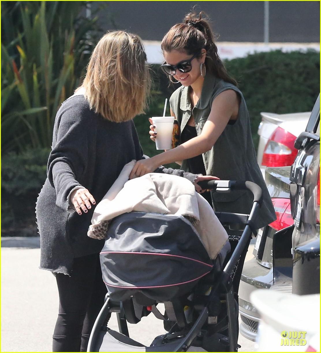 selena gomez bonds with baby sister gracie 04