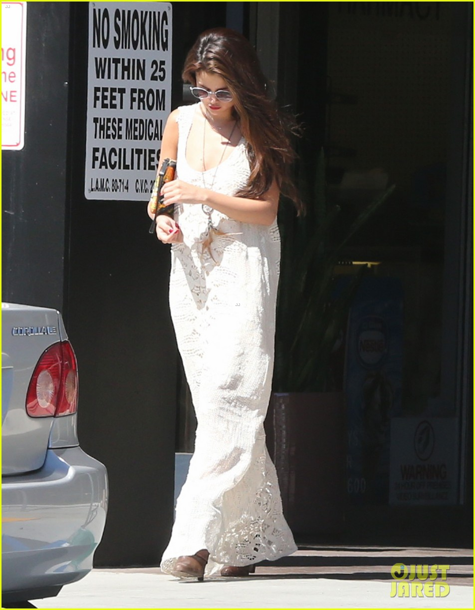 selena gomez stops by the doctor for a quick check up 032924176